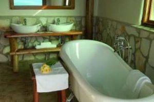 cottage-bathroom1